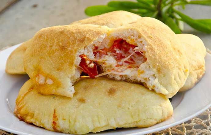 panzerotti  Panzerotti o Calzoni Fritti o al Forno: Ricetta, Calorie, Consigli