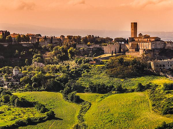Veduta di Tarquinia dal promontorio della Monterana